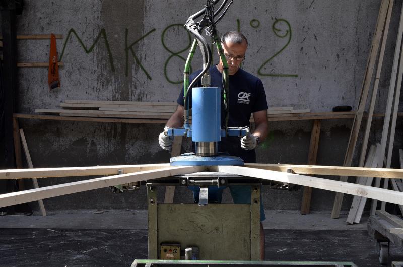 Atelier charpentes industrielles - Presse d'assemblage